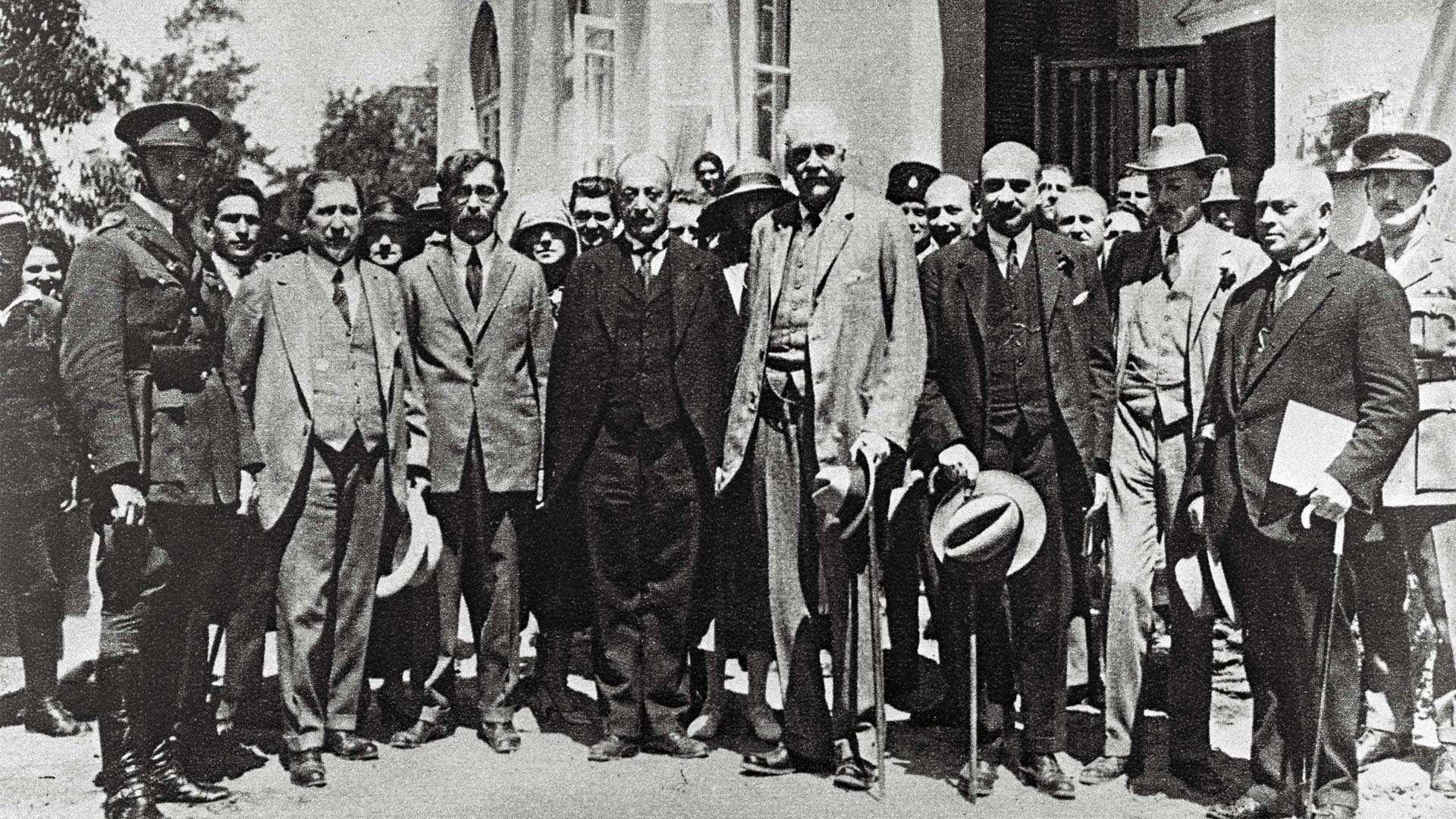 Arthur Balfour in Group Photo Tel Aviv, 1925